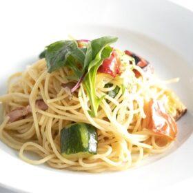 ベーコンとグリル野菜のペペロンチーノ